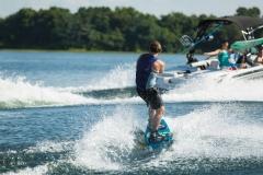 Wakeboarden achter de boot